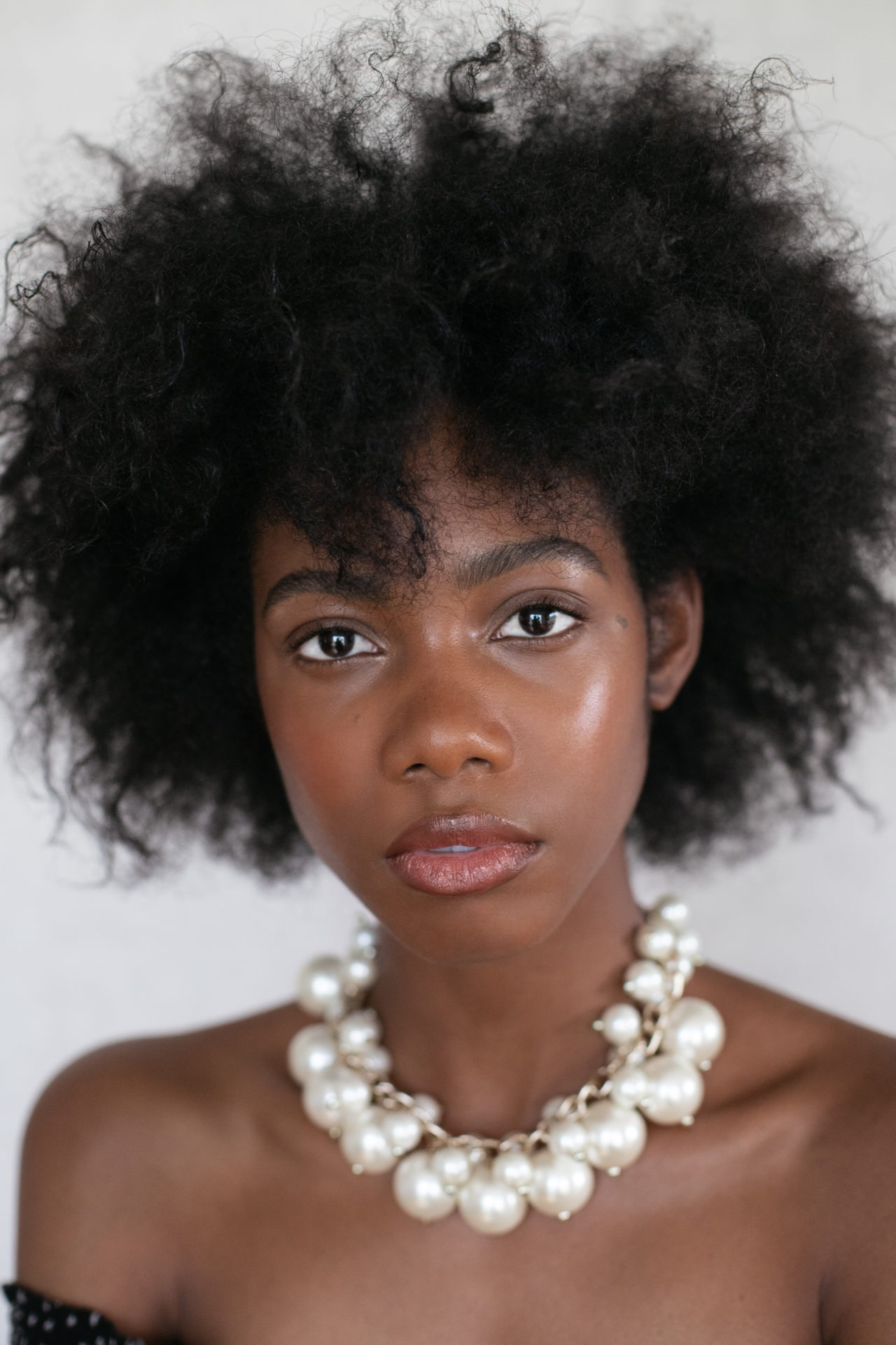 Alyssone modele noir et blanc afro